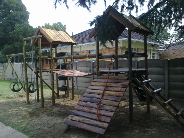 wooden-jungle-gym-lisa-with-swings.jpg